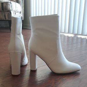 Sz 10 White Ankle Booties